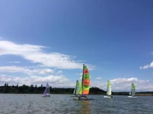 Activité nautique à la base de loisirs de Baye dans la Nièvre