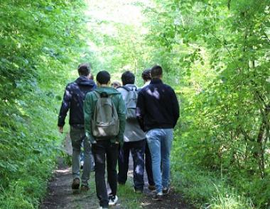 Groupe de jeune en randonnée